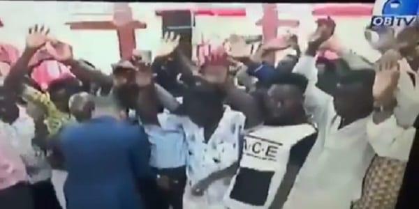 Ghana: Un pasteur pose la main sur le s3xe de ses fidèles, pour qu'ils aient un gros p3nis