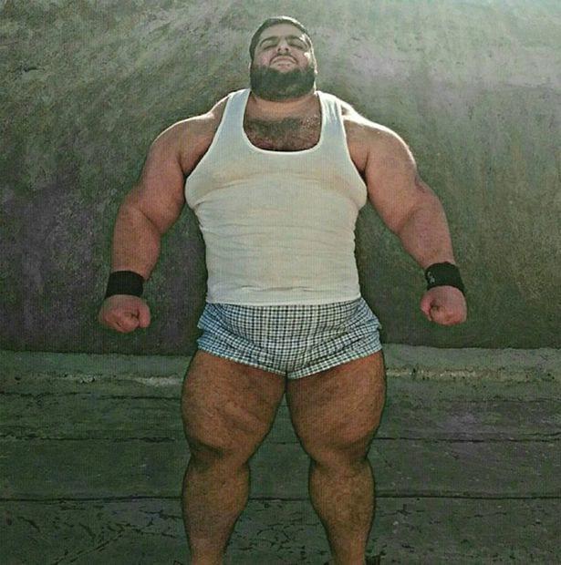 """Sajad Gharibi, le """"Hercule"""" en vie réelle qui pèse plus de 150 kgs"""