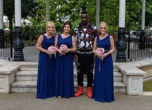 Le beau 'cadeau' de Mario Balotelli à un nouveau couple fan de  Liverpool FC: PHOTOS