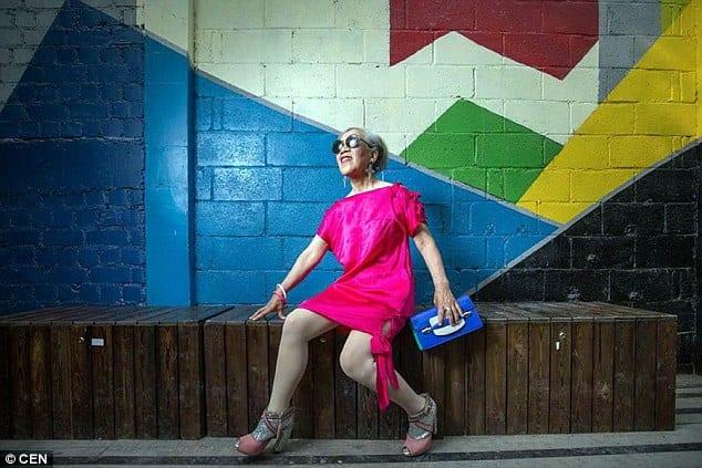 Une mémé de 80 ans impressionne sur internet avec son style: PHOTOS