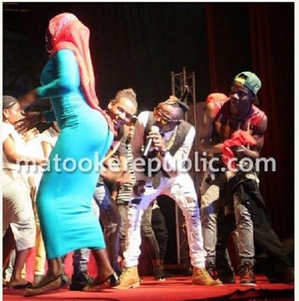 Ouganda: Une ''musulmane'' en hijab crée le buzz en dansant le twerk en public (PHOTOS)