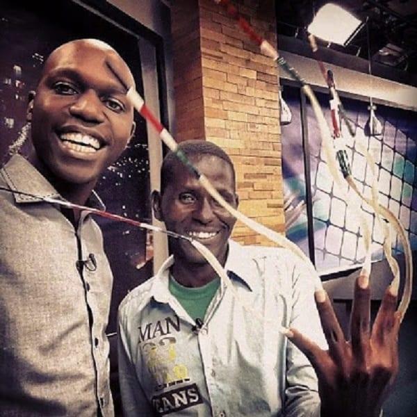 John Waweru , l'homme aux ongles les plus longs en Afrique: PHOTOS/ VIDÉO