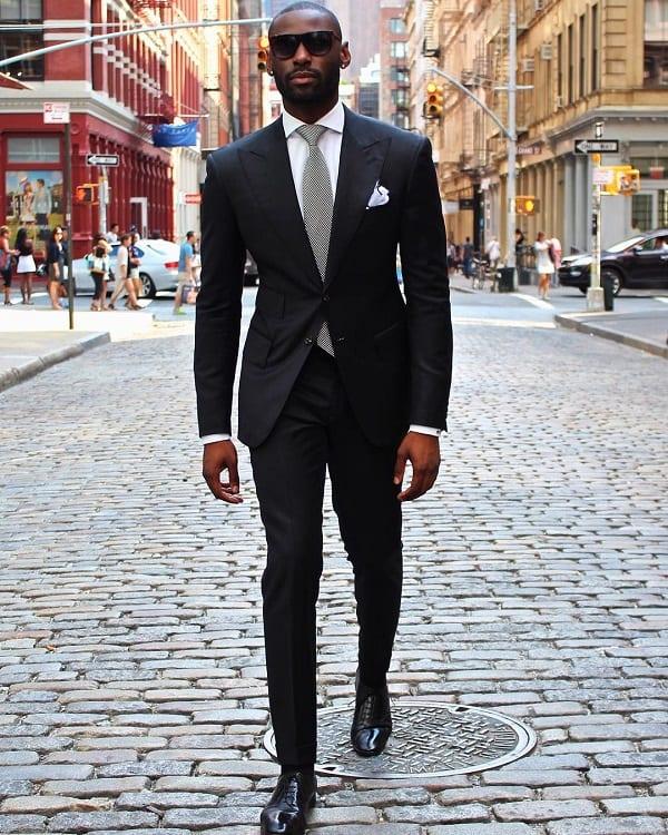 5 choses que les hommes portent qui attirent les femmes