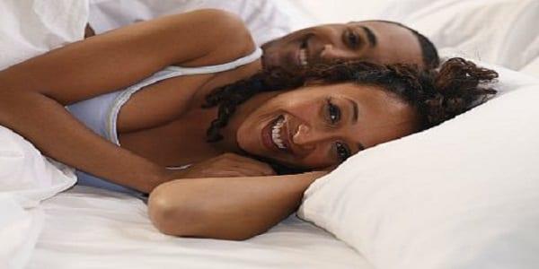 """Voici la différence entre """"vous êtes en couple"""" et """"vous couchez juste ensemble """""""