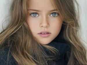 découvrez la plus belle jeune fille au monde convoitée par les
