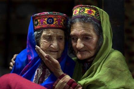 Ils vivent jusqu'à 120 ans, donnent naissance à 65 ans et ne souffrent jamais de cancers...Explications