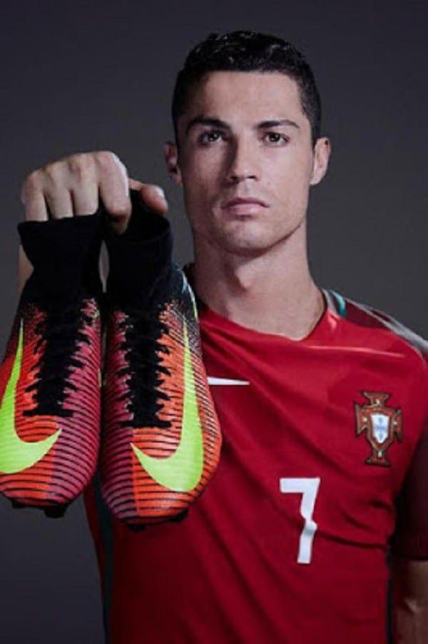 Cristiano Ronaldo: L'extraordinaire raison pour laquelle il n'aime pas porter des chaussures de football noir
