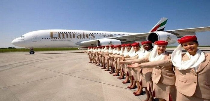 air-journal_emirates-a380-hotesses