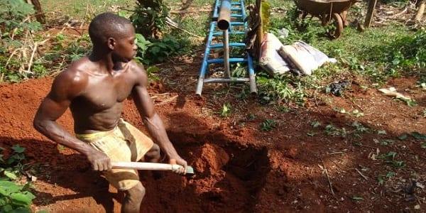 Inspiration : dix ans après, il revient dans son village natal et apporte l'eau potable