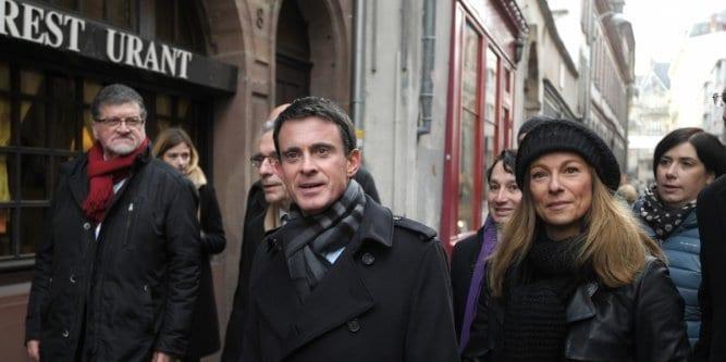 France: Manuel Valls se fait enfariner par un jeune de Strasbourg...Vidéo