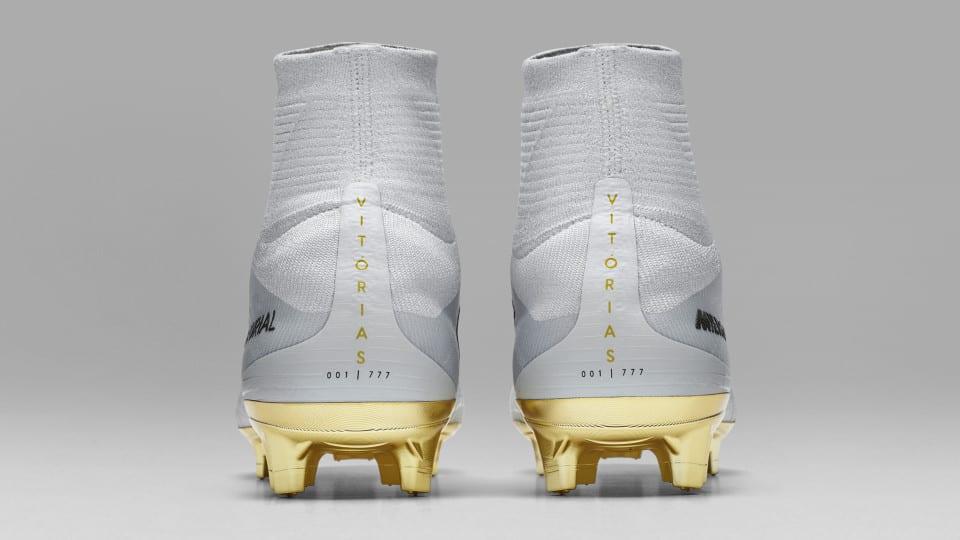 Nike Chaussure Après Marque Speciale Cristiano Ronaldo Après Chaussure Son Ballon D'Or 014243