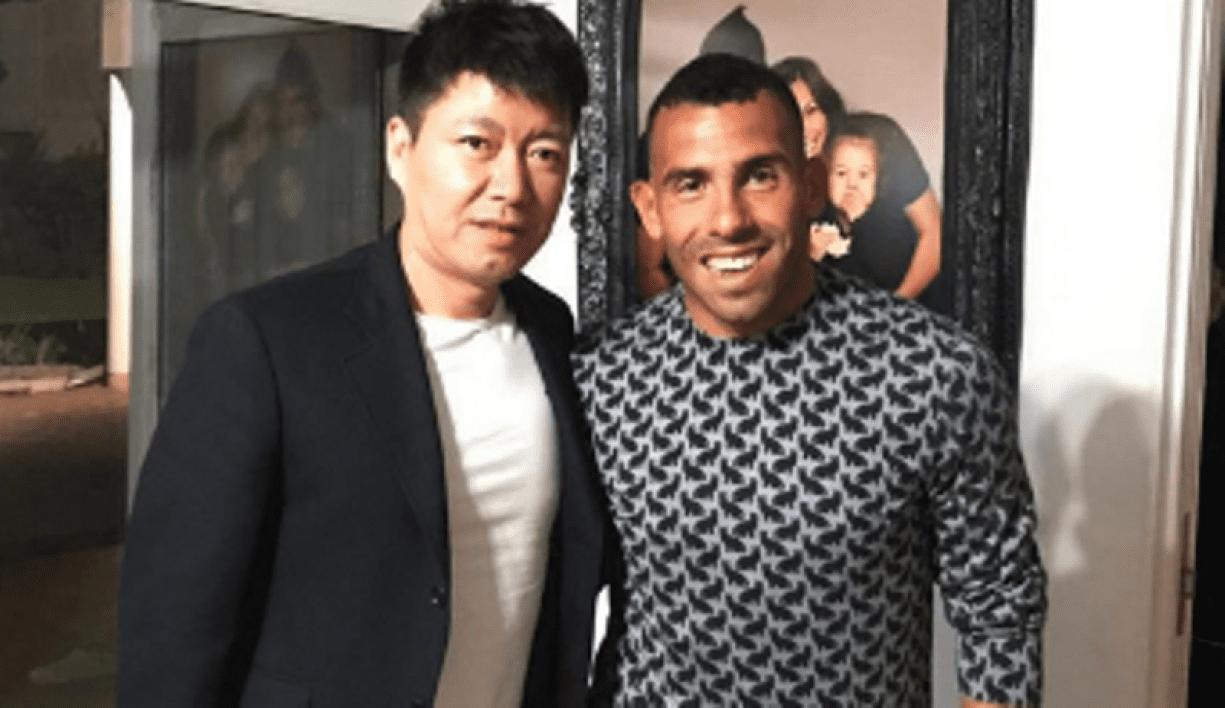 Carlos Tévez le joueur le mieux payé au monde est arrivé en Chine... Photos