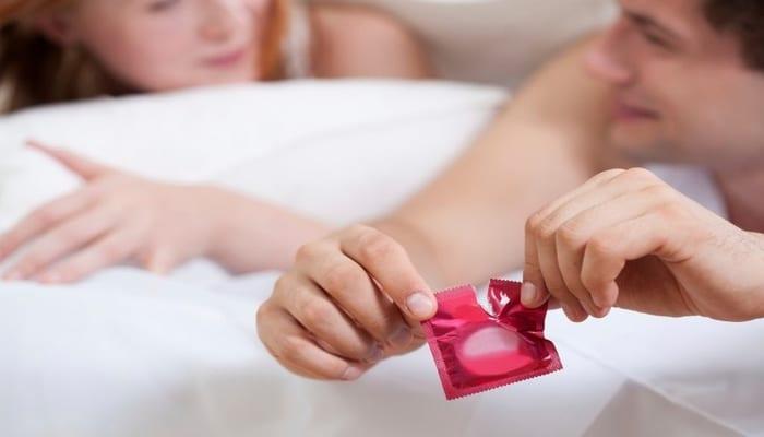 7779521071_le-preservatif-est-le-seul-moyen-contraceptif-qui-protege-egalement-contre-les-maladies-sexuellement-transmissibles