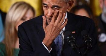 en-evoquant-la-tuerie-de-l-ecole-primaire-sandy-hook-en-decembre-2012-26-morts-dont-20-enfants-le-president-americain-a-essuye-quelques-larmes