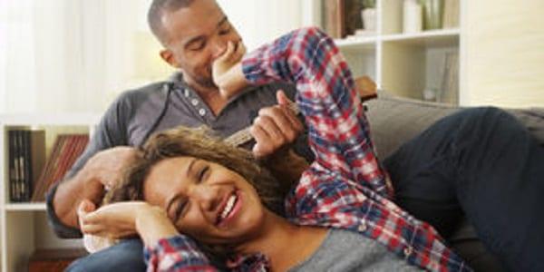 Mesdames, voici 5 différences entre un homme vraiment amoureux de vous et un beau parleur