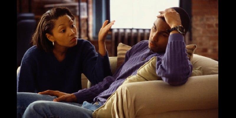 plusieurs femmes qui aiment dominer leur mari