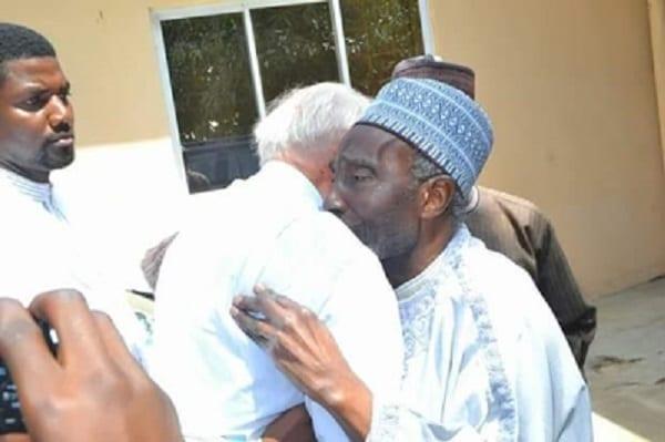 Émouvant ! Un Prêtre catholique et un Imam se disent adieu en larmes