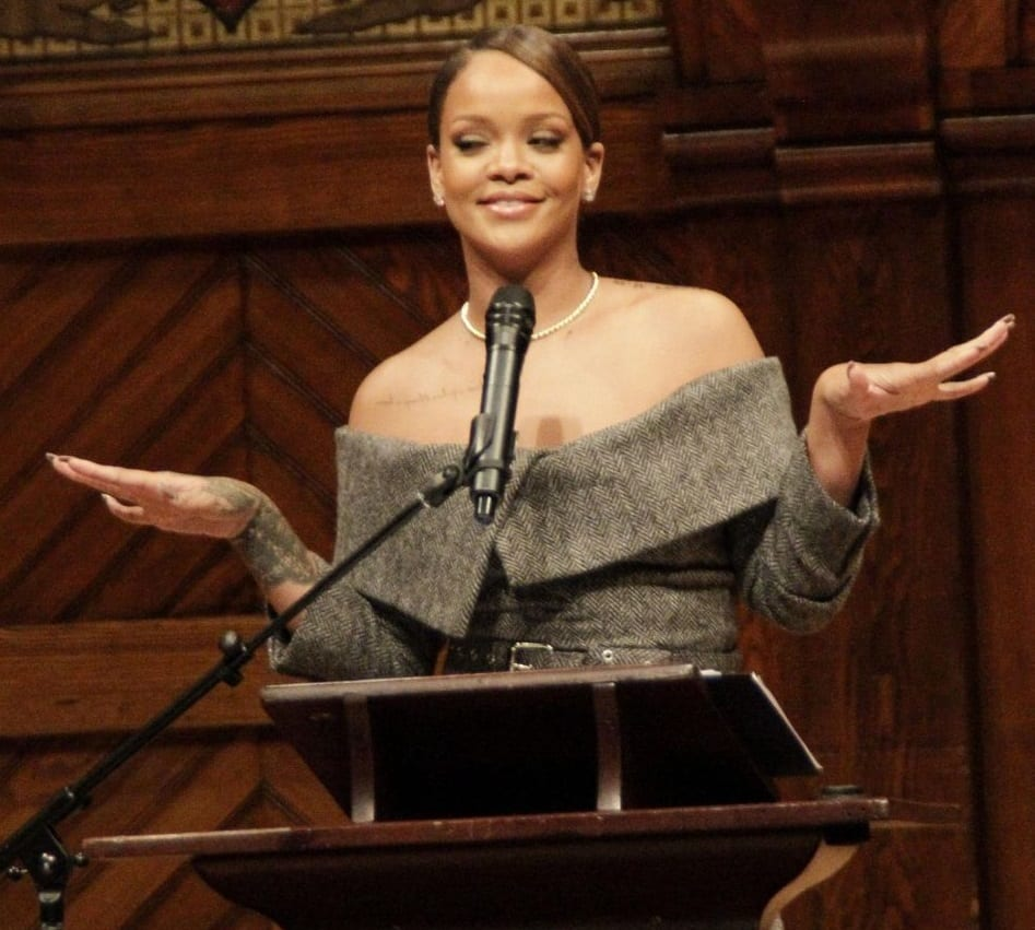 USA: Rihanna honorée à l'université de Harvard...Photos