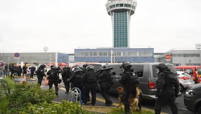 7787719731_des-hommes-du-raid-deployes-autour-de-l-aeroport-d-orly-le-18-mars-2017