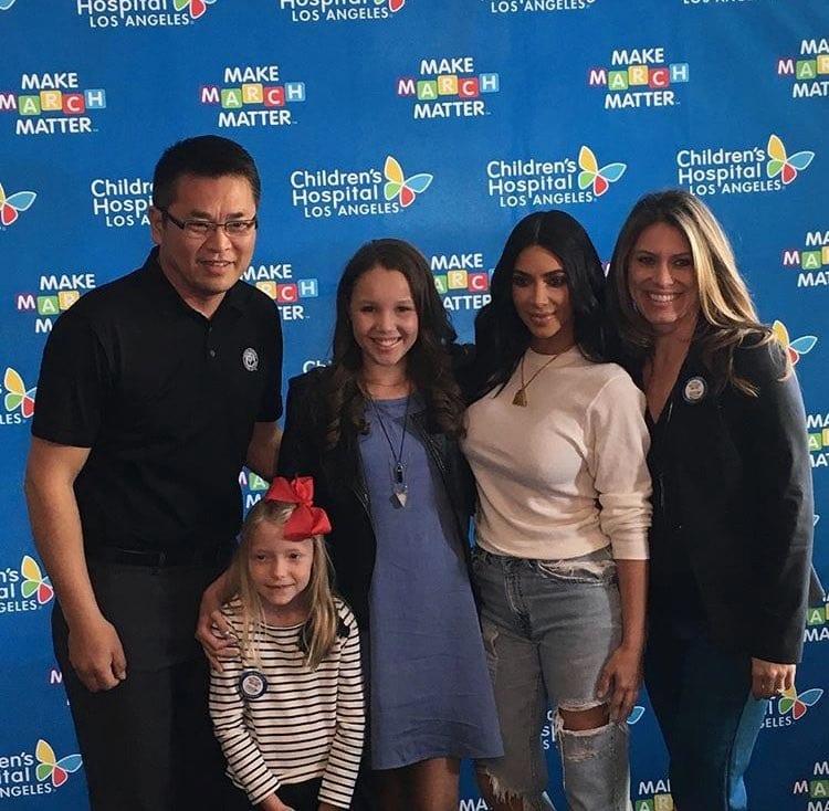 USA: Kim Kardashian visite les enfants malades...Vidéo