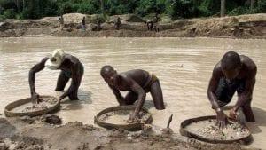 Sierra Léone: un pasteur découvre l'un des plus gros diamants bruts, découvrez ce qu'il en a fait