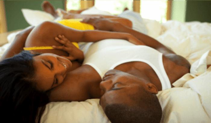 voici pourquoi les hommes ont toujours envie de faire l 39 amour le matin afrikmag. Black Bedroom Furniture Sets. Home Design Ideas