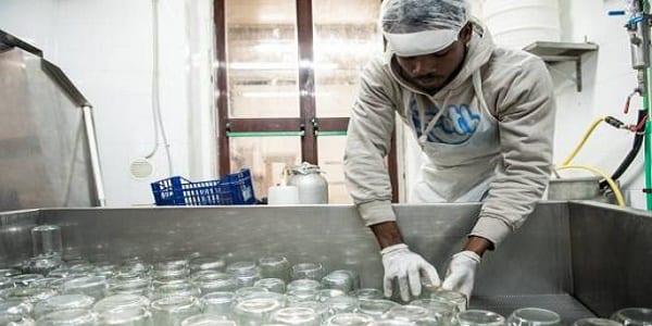 Italie: ces Africains, fabriquent leurs propres produits laitiers bio