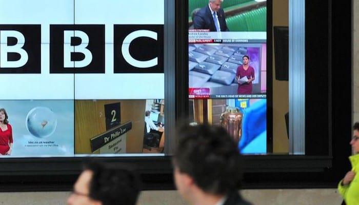 logo-de-la-bbc-sur-un-ecran-de-television-a-londres-le-12-novembre-2012_4964749