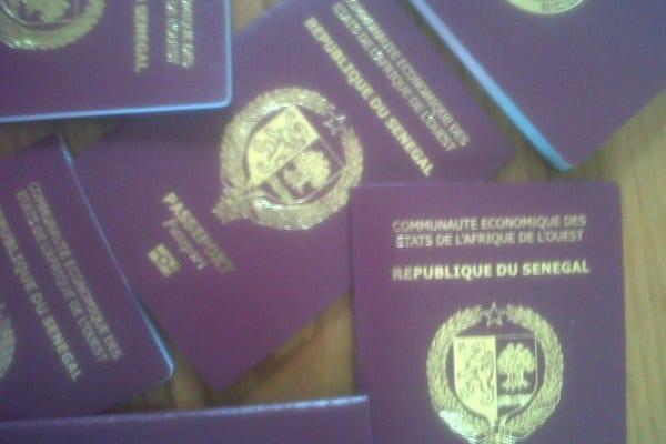 Sénégal : des trafiquants de passeports dans les filets de la police