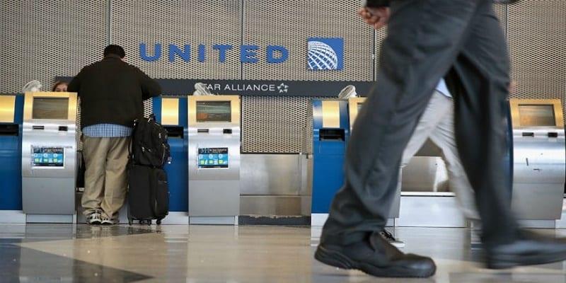 100417-chicago-united-plane-m