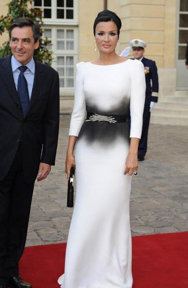 Cheikha Moza, l'ex première dame du Qatar qui défie la mode vestimentaire islamique