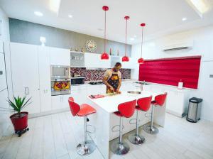 Découvrez la luxueuse villa du groupe P-Square à Lagos (Photos)