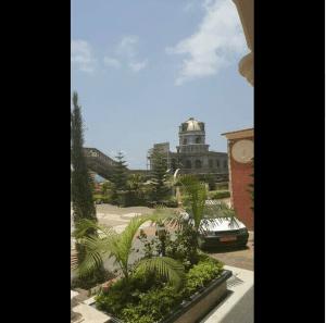 VIDEO : L'énorme et luxueuse villa d'un fonctionnaire provoque la colère des Camerounais sur la toile