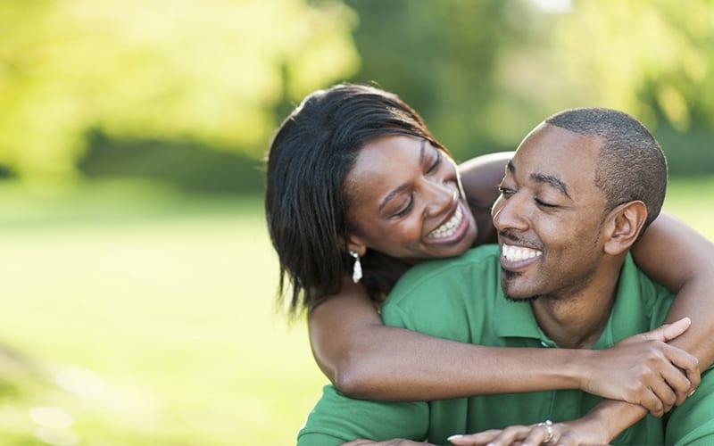 5 phrases r confortantes que les hommes aiment entendre de leurs femmes. Black Bedroom Furniture Sets. Home Design Ideas