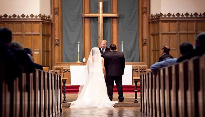 traditions de mariage voici pourquoi la mari e porte un voile et se tient gauche du mari. Black Bedroom Furniture Sets. Home Design Ideas
