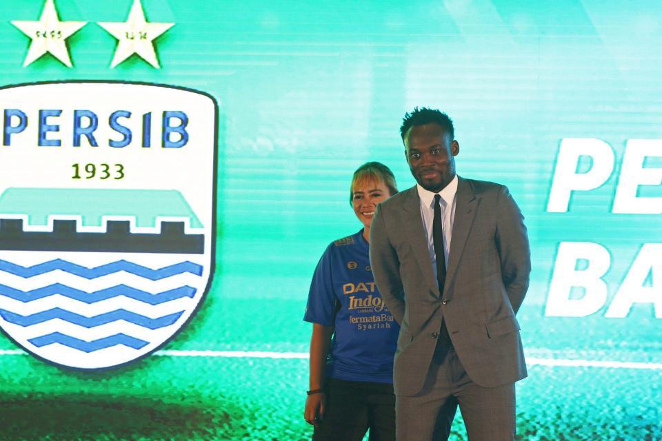 Football: Michael Essien et Carlton Cole interdits de jouer en Indonésie. Explication