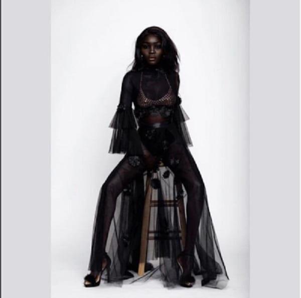 """Découvrez en photos Nyakim Gatwech, la Soudanaise surnommée """"la Reine des ténèbres"""""""