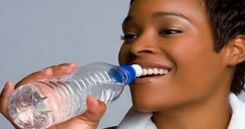 8-signes-qui-prouvent-que-vous-ne-buvez-pas-assez-d-039-eau-586280
