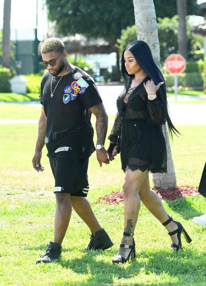 Photos :  Blac Chyna main dans la main avec un nouvel homme. Voudrait-elle dire adieu à Rob Kardashian?