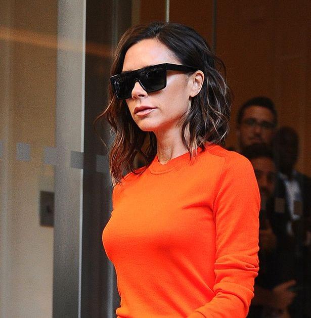 Victoria Beckham révèle pourquoi elle porte toujours des lunettes de soleil