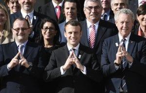 Voilà la signification du geste triangle de Macron, que beaucoup ont assimilé aux Illuminatis!