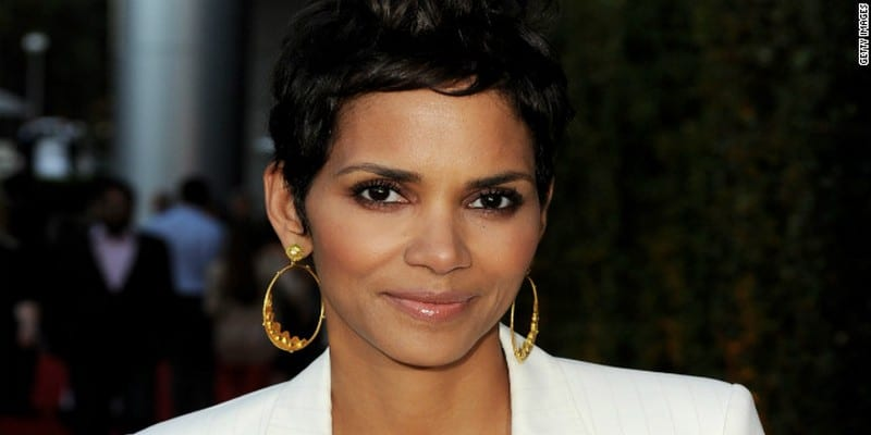 photos l 39 actrice halle berry enceinte 50 ans elle r agit afrikmag. Black Bedroom Furniture Sets. Home Design Ideas