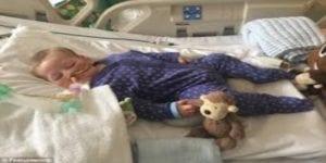 Ce bébé de dix mois est condamné à la mort. La raison vous fera fondre en larmes! Photos