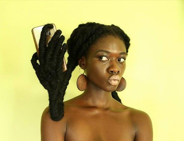 Découvrez Laeti Ky, l'artiste en herbe qui a tressé la chanteuse nigériane Di'Ja (photos)