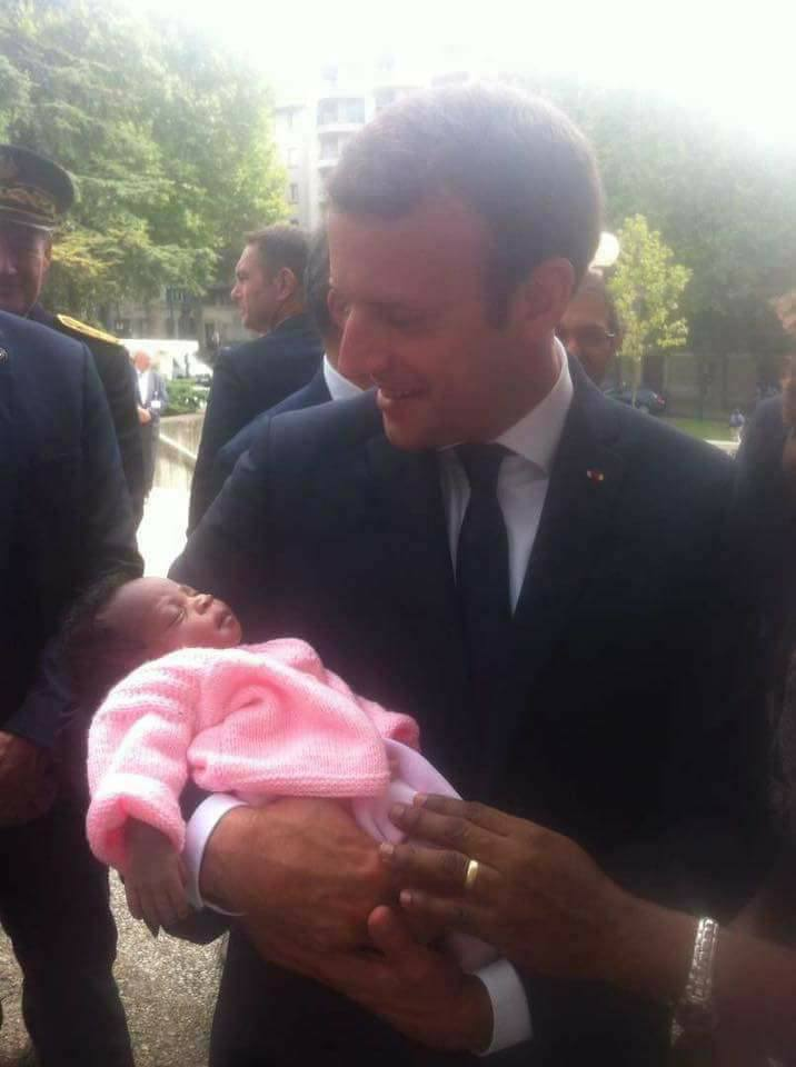 Découvrez la Camerounaise qui a donné le nom Emmanuel Macron à son bébé (photos)