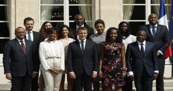 Emmanuel-Macron-entoure-membres-Conseil-presidentiell-Afrique-29-Elysee_0_729_486