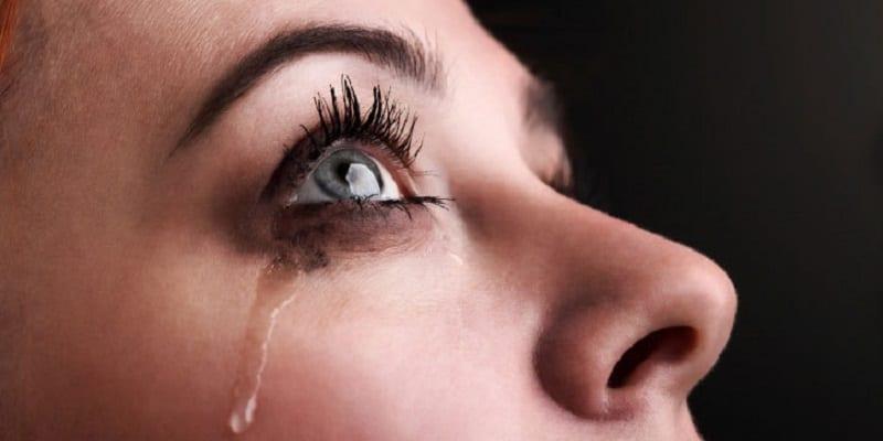 Insolite-un-implant-qui-fait-couler-les-larmes-pour-soigner-les-yeux-secs