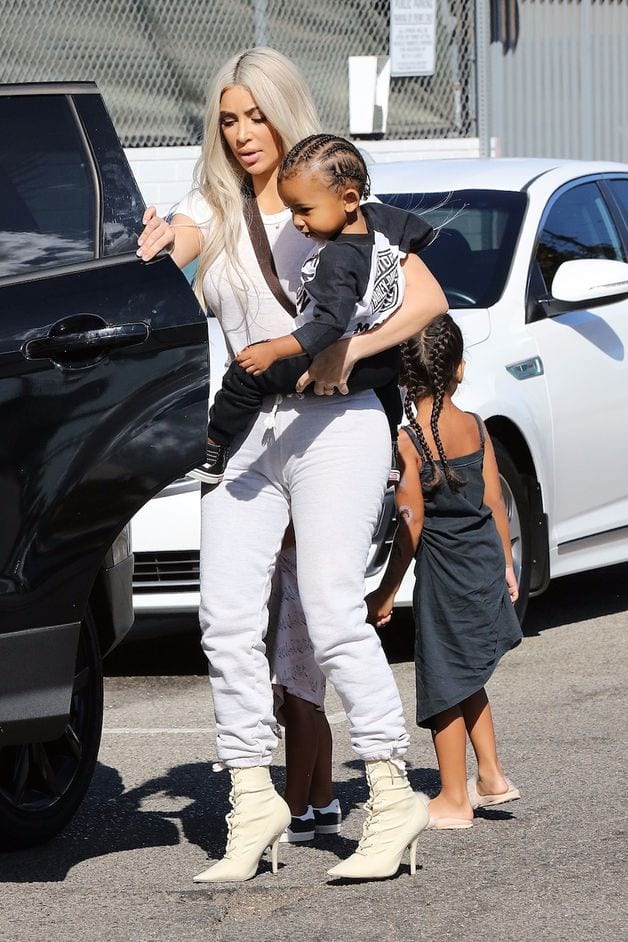 Kim Kardashian et ses enfants à Los Angeles: ces détails sur Saint West qui créent la polémique
