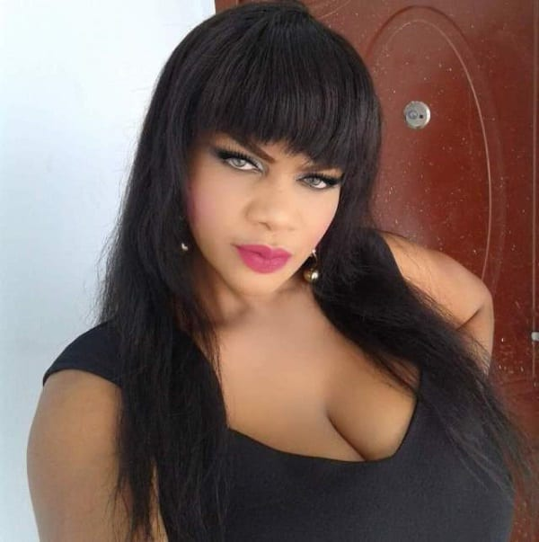 """""""Mes seins ont causé un accident à Lagos"""", révèle une actrice de Nollywood (Photos)"""