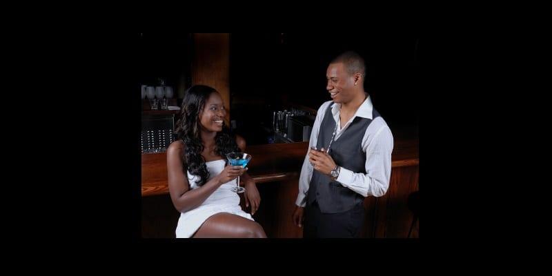 voici ce que certains hommes font quand ils voient une femme bien habill e afrikmag. Black Bedroom Furniture Sets. Home Design Ideas